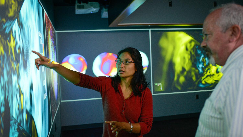Undergraduate Mia de los Reyes her research