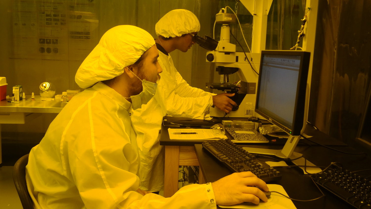 Undergraduate students in Cleanroom